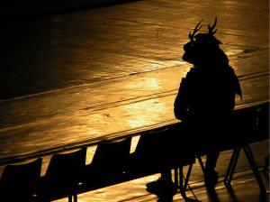 Samurai-esperando-el-tranvia-03-05-2003